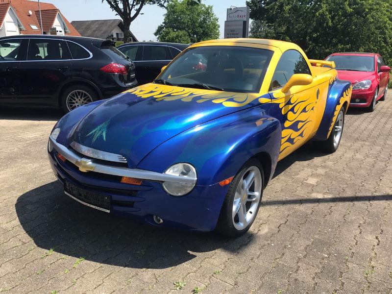 ChevroletSSR-02.jpeg